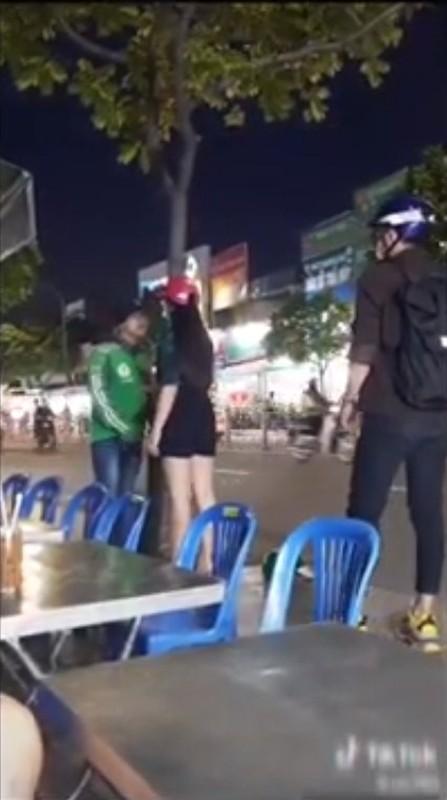 Chang xe om cong nghe phat hien bi ban gai lam dieu nay giua pho-Hinh-3