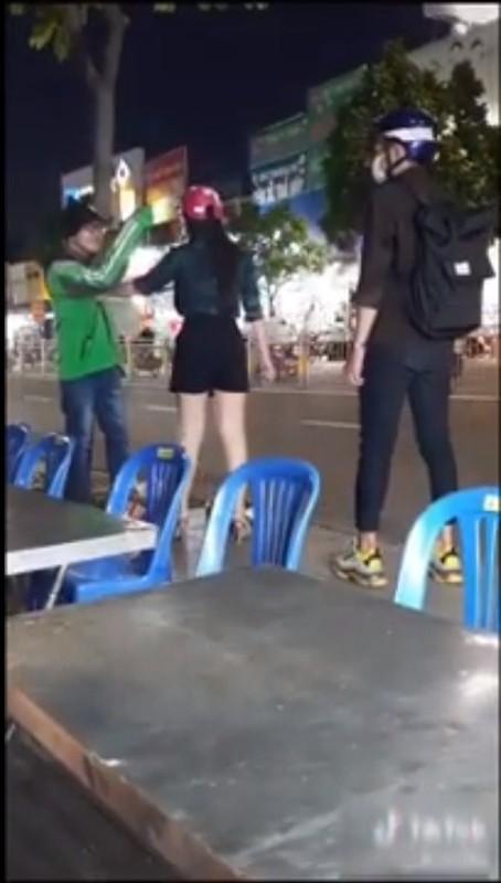 Chang xe om cong nghe phat hien bi ban gai lam dieu nay giua pho-Hinh-5
