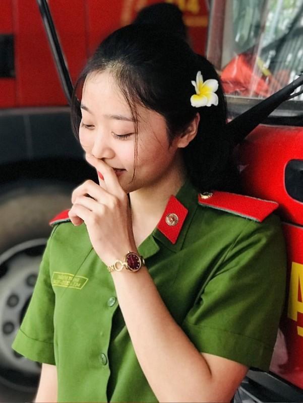 Hoa khoi truong Canh sat dau chi co hoc gioi lai con xinh het nac-Hinh-11