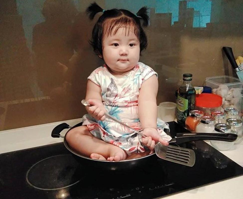 """Noi 3 thu tieng sieu dang yeu, be gai goc Viet khien CDM """"tan chay""""-Hinh-5"""