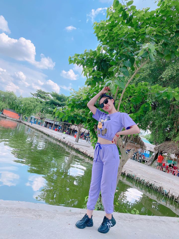 Hot girl banh trang tron khoe nhan sac la sau 7 nam noi tieng-Hinh-3