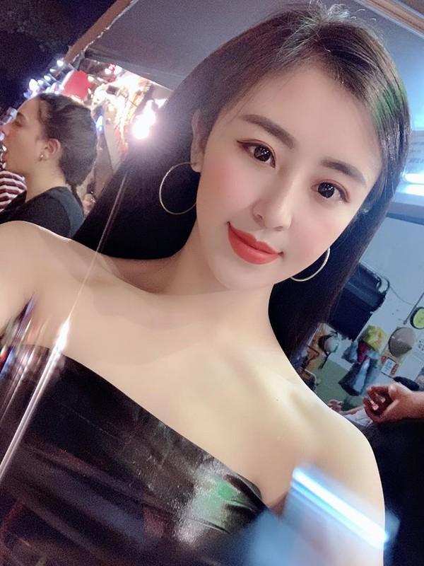 Hot girl banh trang tron khoe nhan sac la sau 7 nam noi tieng-Hinh-4