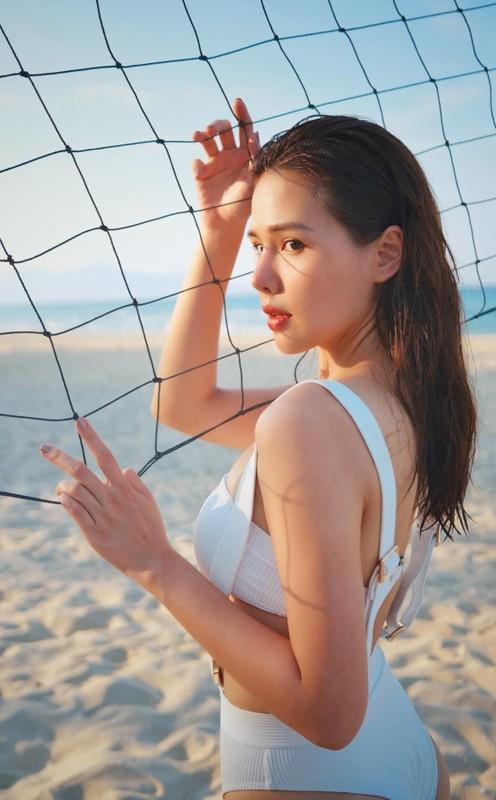 Khoe anh di bien, hot girl Phanh Lee khien dan tinh phai xuyt xoa-Hinh-4