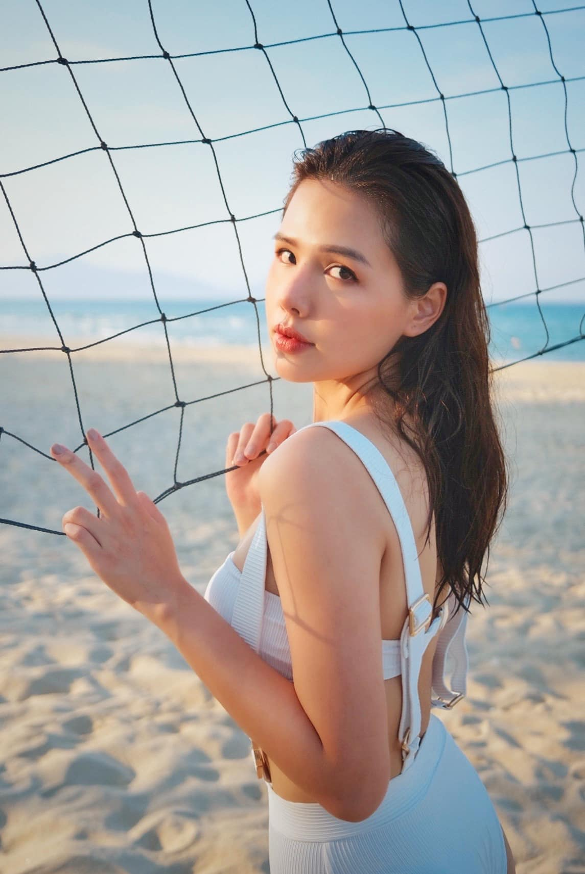 Khoe anh di bien, hot girl Phanh Lee khien dan tinh phai xuyt xoa