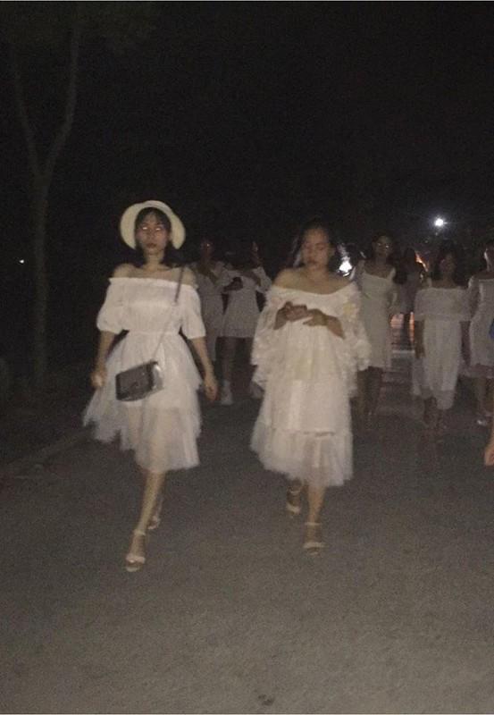 Hoc sinh Thanh Hoa khien CDM phat hoang khi xem bo anh ky yeu