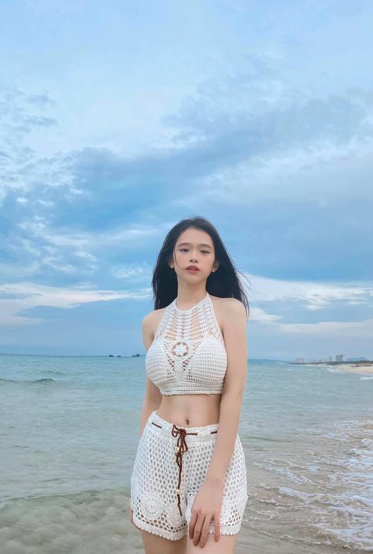 Mac ao tam goi cam, hot girl Linh Ka duoc fan khen nuc no-Hinh-3