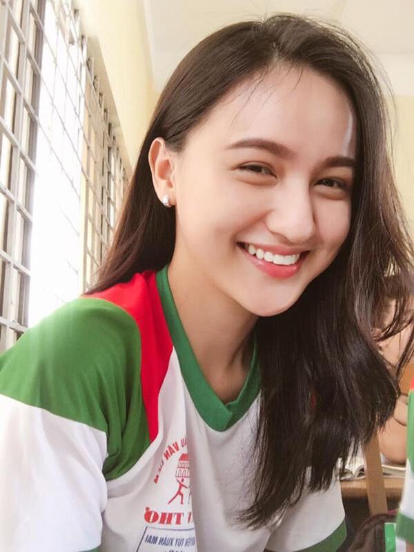 """Bi nham la con lai, dan hot girl Viet co luong theo doi """"khung"""""""