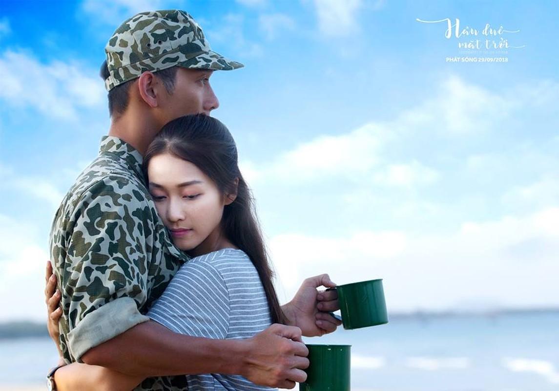 """Chet me"" hinh anh dep trai cua Song Luan khi dien quan phuc-Hinh-3"