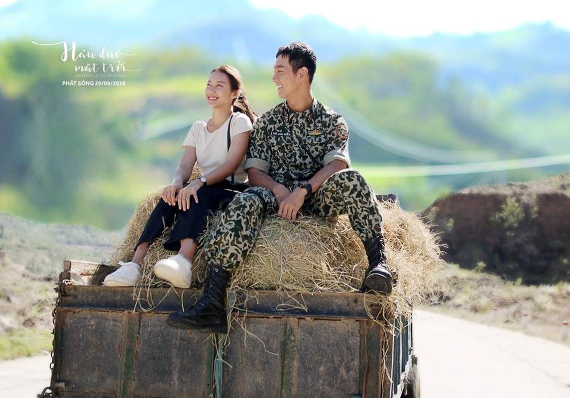 """Chet me"" hinh anh dep trai cua Song Luan khi dien quan phuc-Hinh-4"