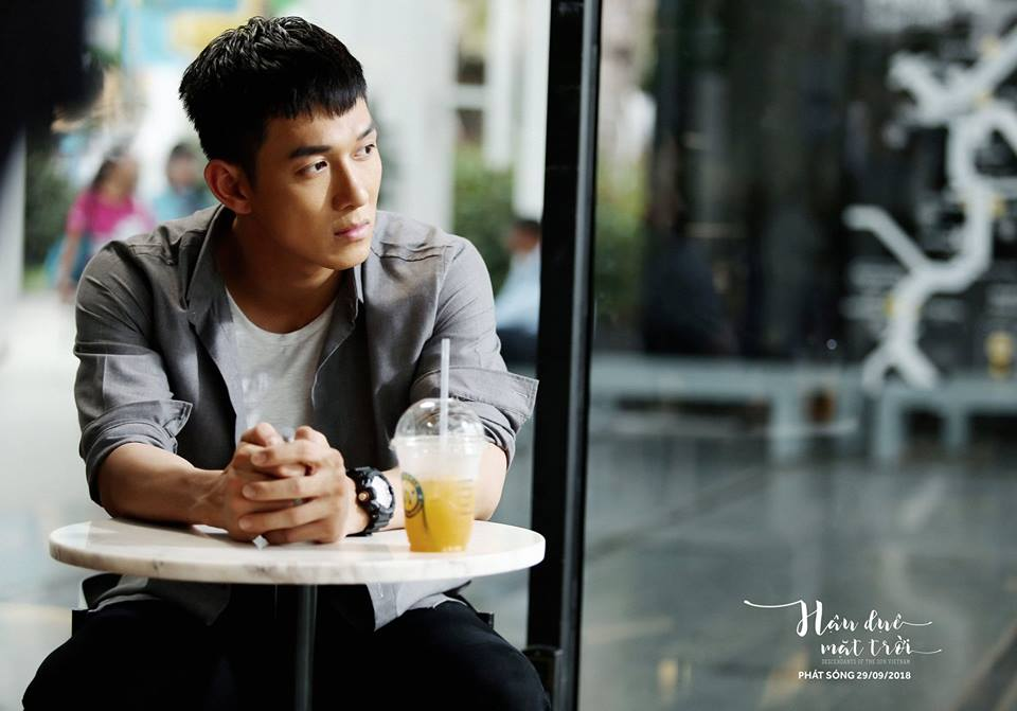 """Chet me"" hinh anh dep trai cua Song Luan khi dien quan phuc-Hinh-9"