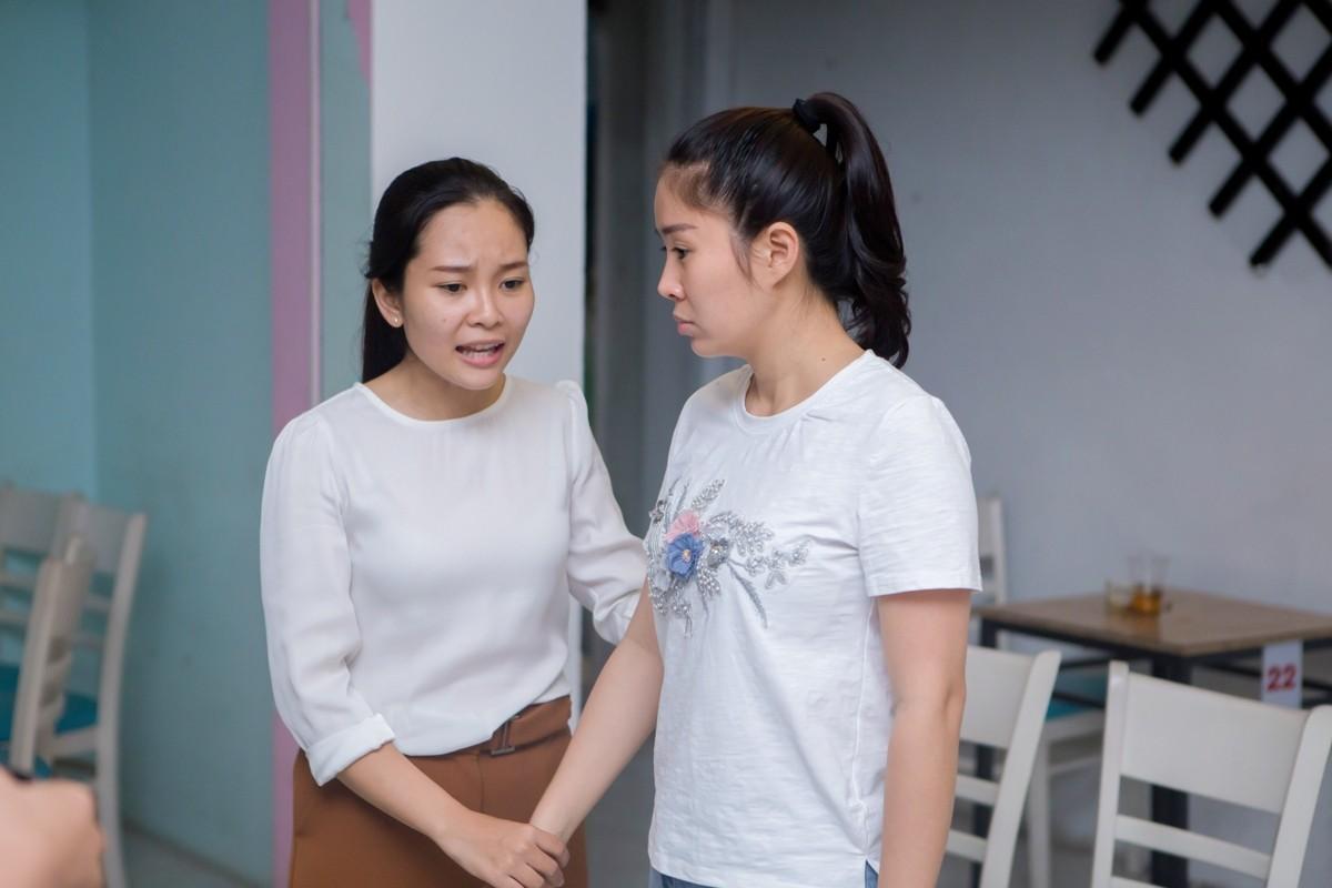"Le Phuong va ""tinh cu"" Quy Binh an y tren san tap-Hinh-9"
