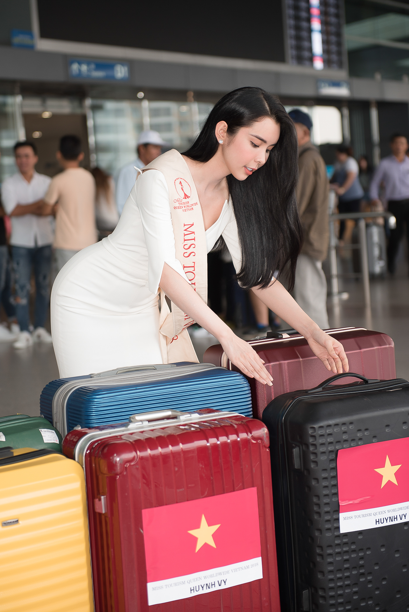 Lien Binh Phat tien Huynh Vy di thi Miss Tourism Queen Worldwide-Hinh-2