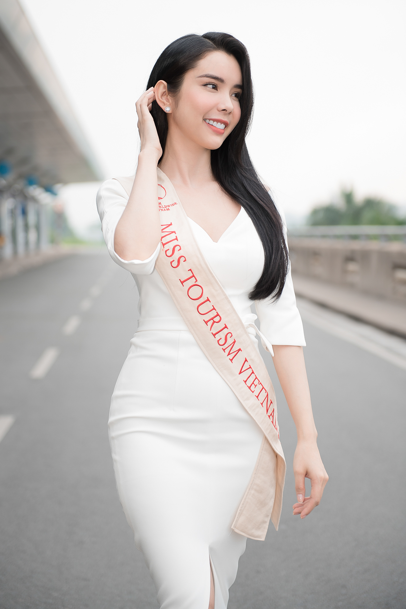 Lien Binh Phat tien Huynh Vy di thi Miss Tourism Queen Worldwide-Hinh-3