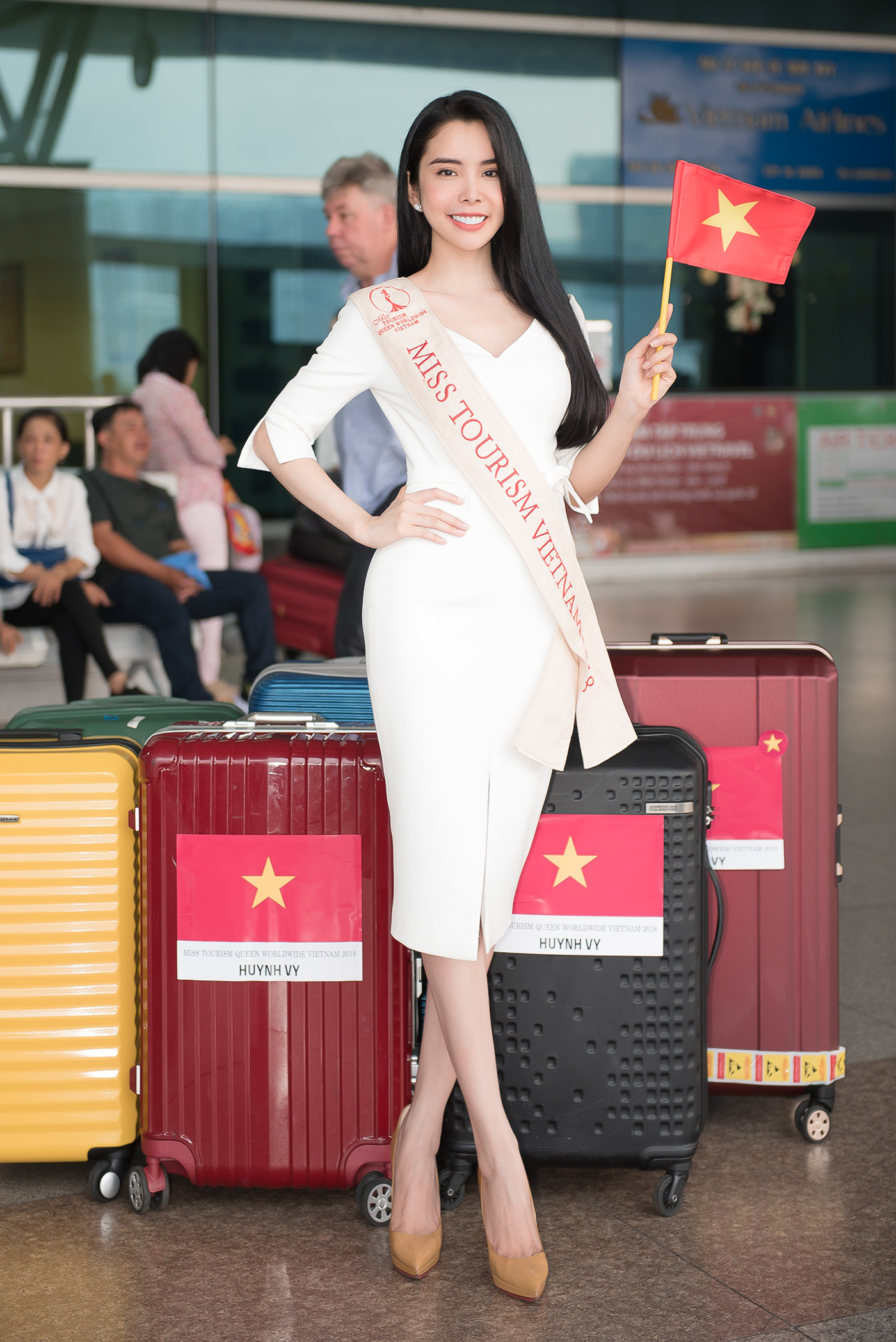 Lien Binh Phat tien Huynh Vy di thi Miss Tourism Queen Worldwide