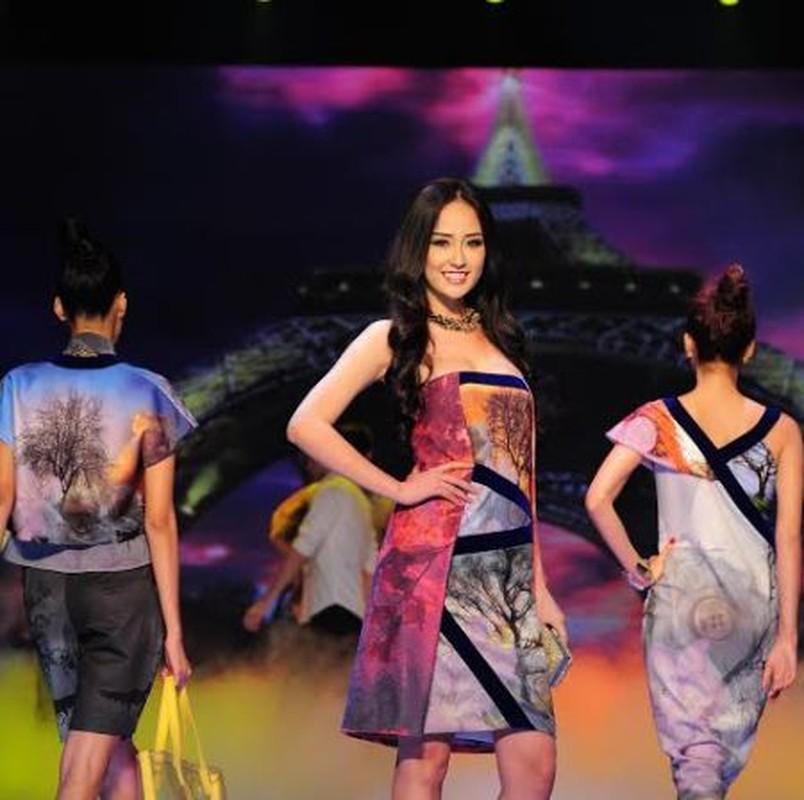 Mai Phuong Thuy trinh dien boc lua tren san catwalk-Hinh-5