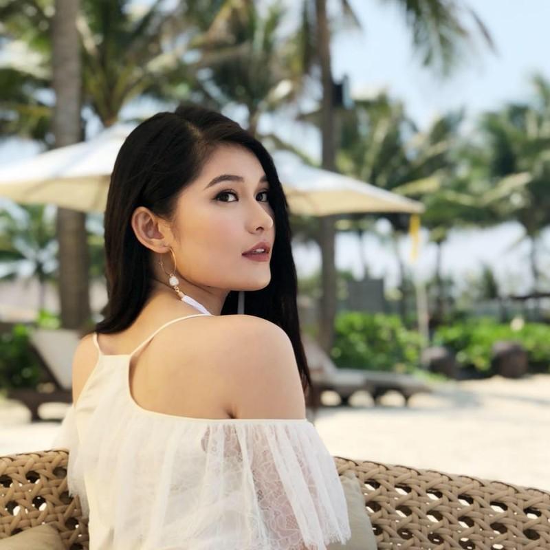 A hau Thuy Dung khoe tron than hinh goi cam voi bikini-Hinh-9