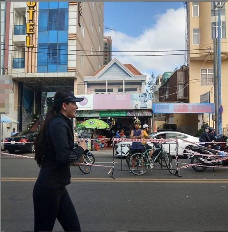 "Mai Phuong Thuy lo than hinh ""phat tuong"" tren truyen hinh-Hinh-9"