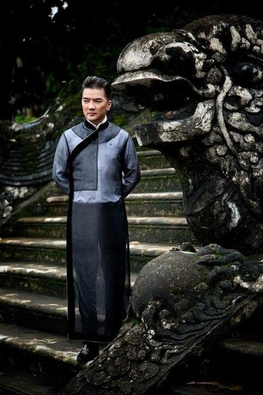 "Dam Vinh Hung khoe anh cuoi, ""nga ngua"" truoc danh tinh co dau-Hinh-3"