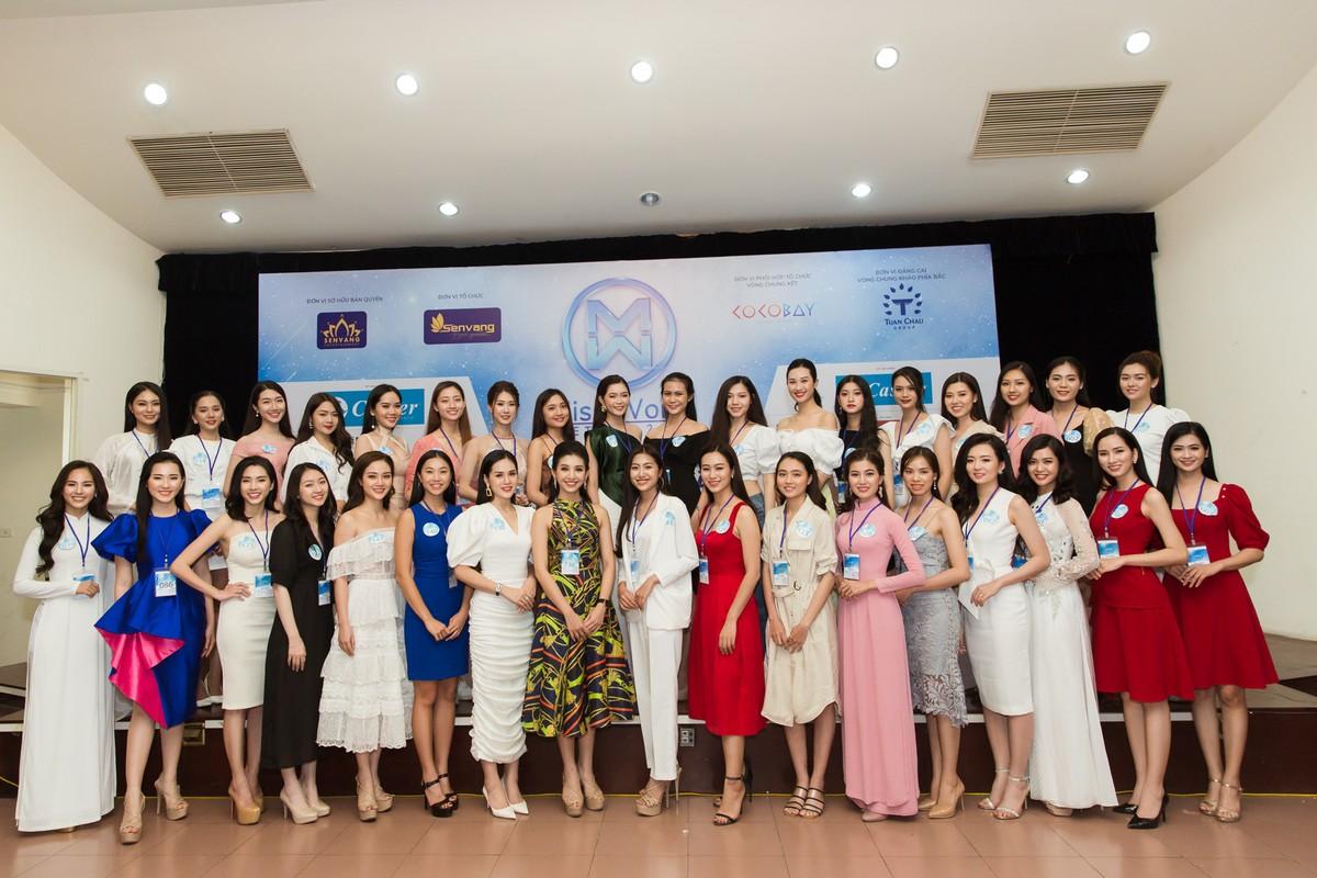 Ngam dan thi sinh lot Chung khao phia Bac Miss World Viet Nam