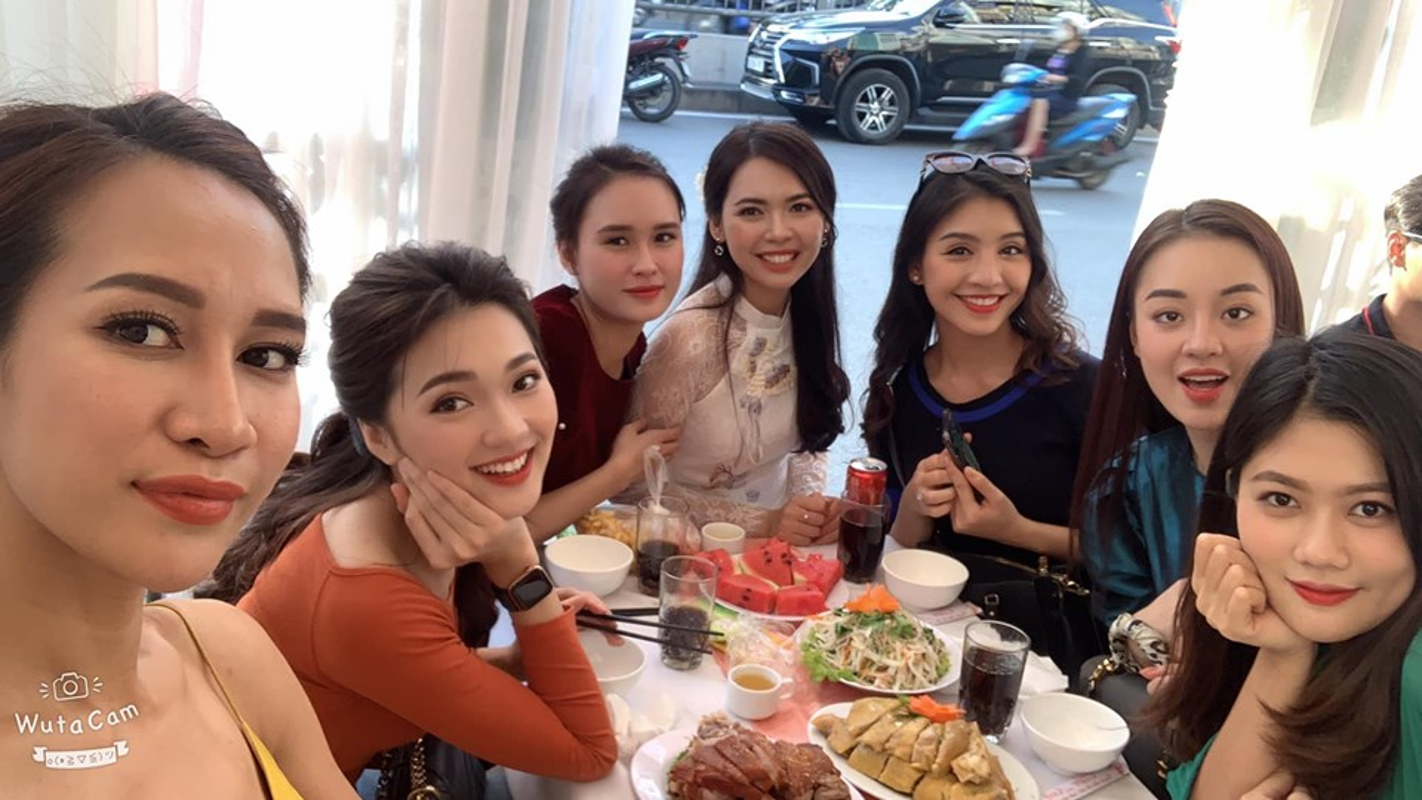 "Ngam ""dan be trap xinh nhat Viet Nam"" trong dam hoi Bui Thanh Hang-Hinh-5"