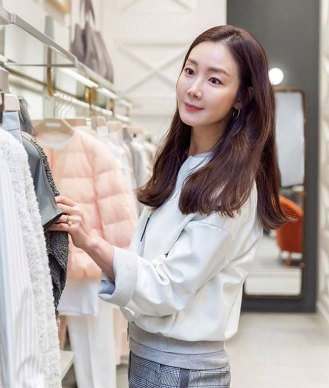 Choi Ji Woo giau co, vien man ben chong va con gai moi sinh-Hinh-10