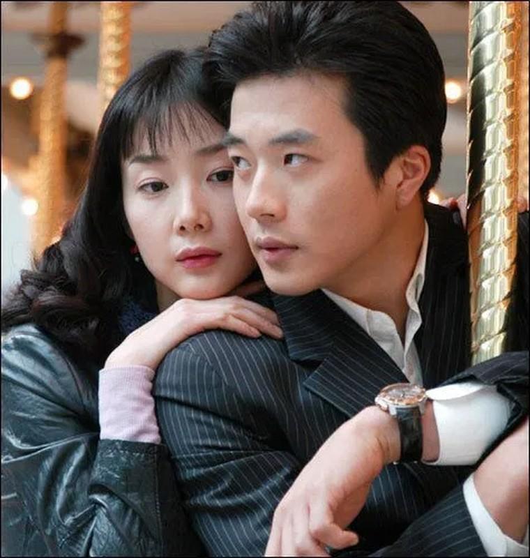 Choi Ji Woo giau co, vien man ben chong va con gai moi sinh-Hinh-11