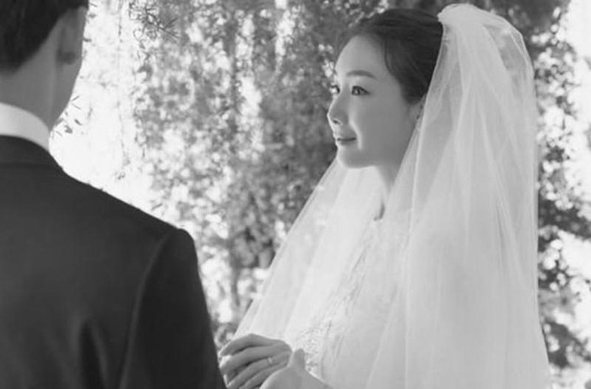 Choi Ji Woo giau co, vien man ben chong va con gai moi sinh-Hinh-13