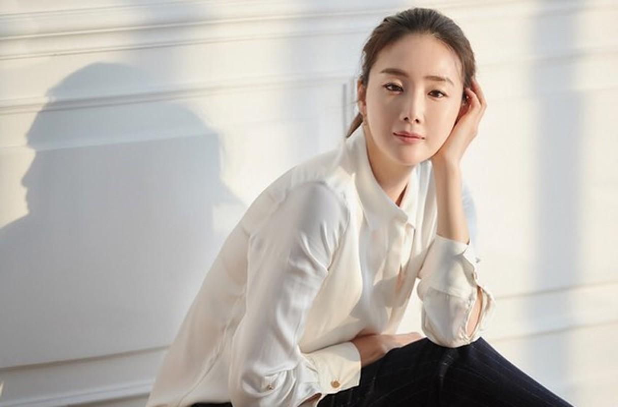 Choi Ji Woo giau co, vien man ben chong va con gai moi sinh-Hinh-17
