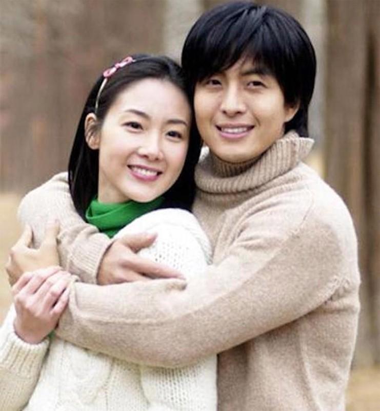 Choi Ji Woo giau co, vien man ben chong va con gai moi sinh-Hinh-2