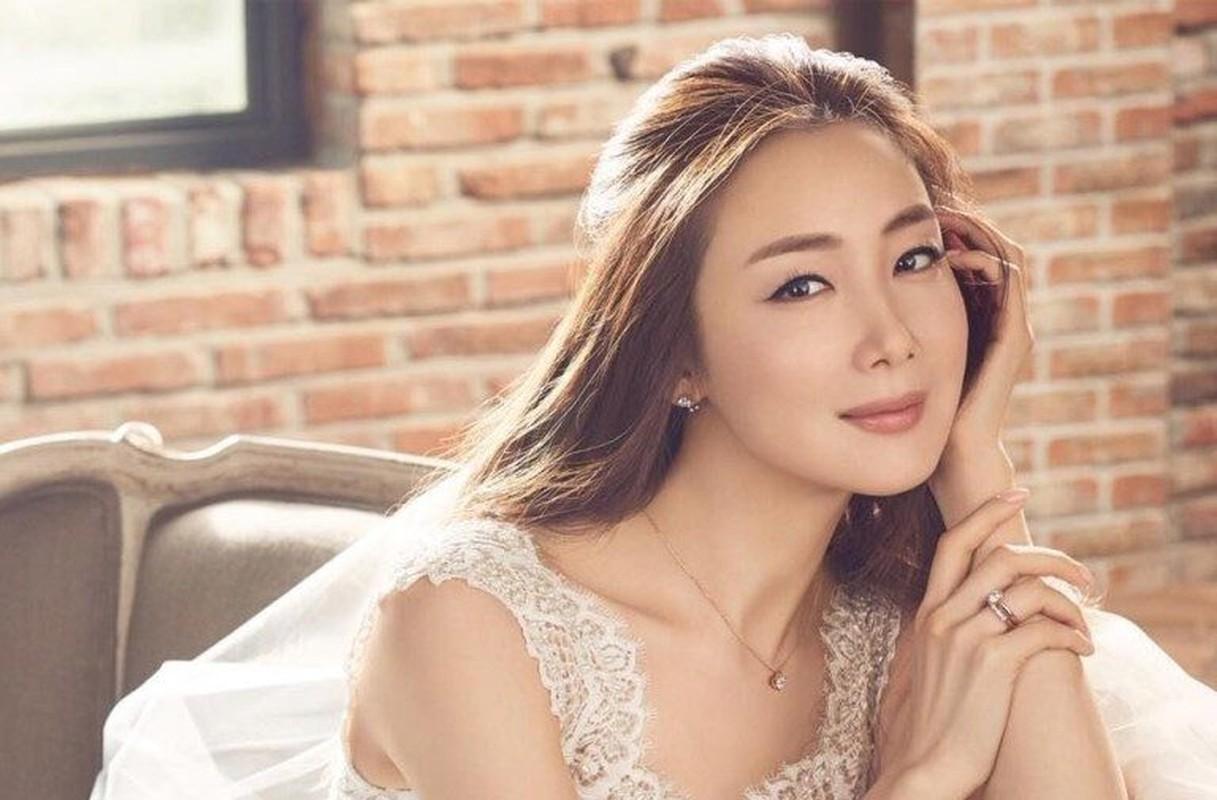 Choi Ji Woo giau co, vien man ben chong va con gai moi sinh-Hinh-5