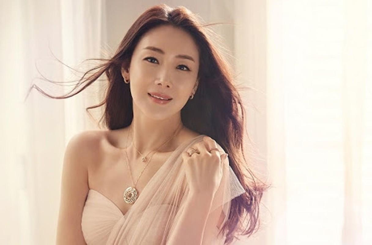 Choi Ji Woo giau co, vien man ben chong va con gai moi sinh-Hinh-9