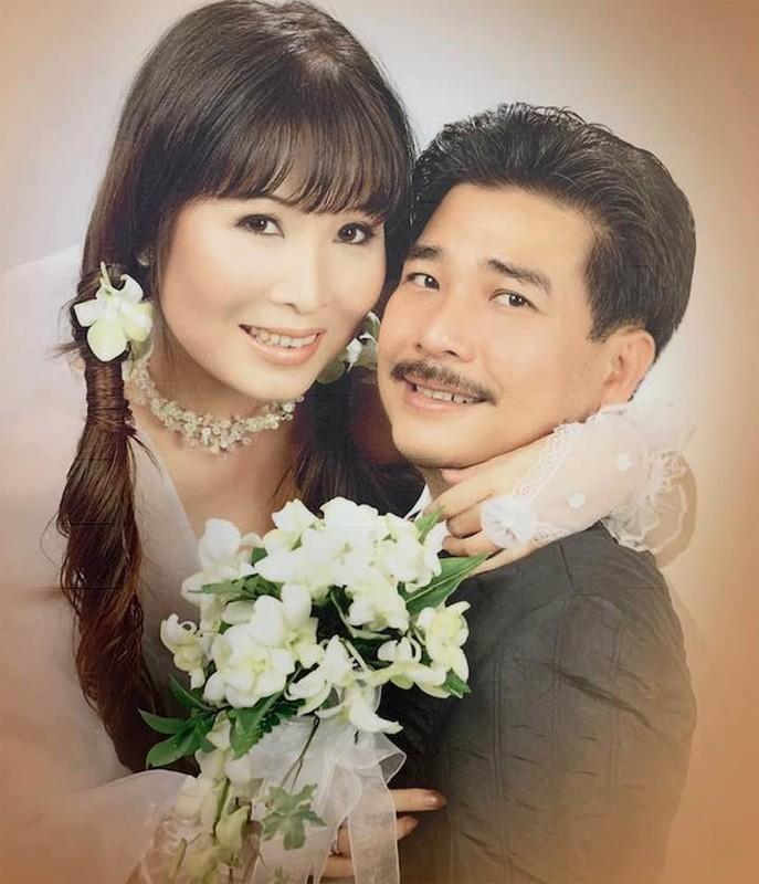 """Soi doi tu cap MC """"Vo chong son"""": Hong Van - Quoc Thuan-Hinh-3"""