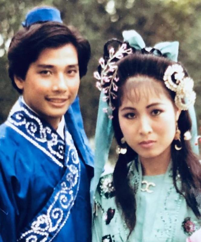 """Soi doi tu cap MC """"Vo chong son"""": Hong Van - Quoc Thuan-Hinh-4"""