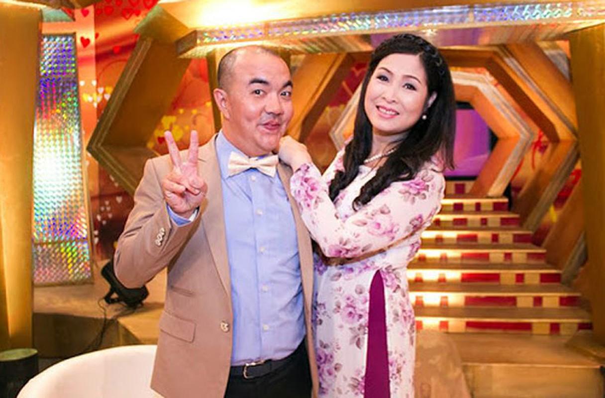 """Soi doi tu cap MC """"Vo chong son"""": Hong Van - Quoc Thuan"""