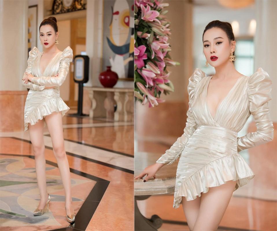 My nhan Viet mac vay ngan, giat minh thon thot so lo hang-Hinh-2