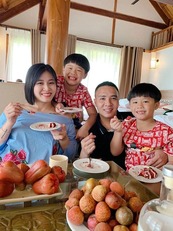 Sau nhung on ao doi tu, cuoc song cua MC Hoang Linh ra sao?-Hinh-11