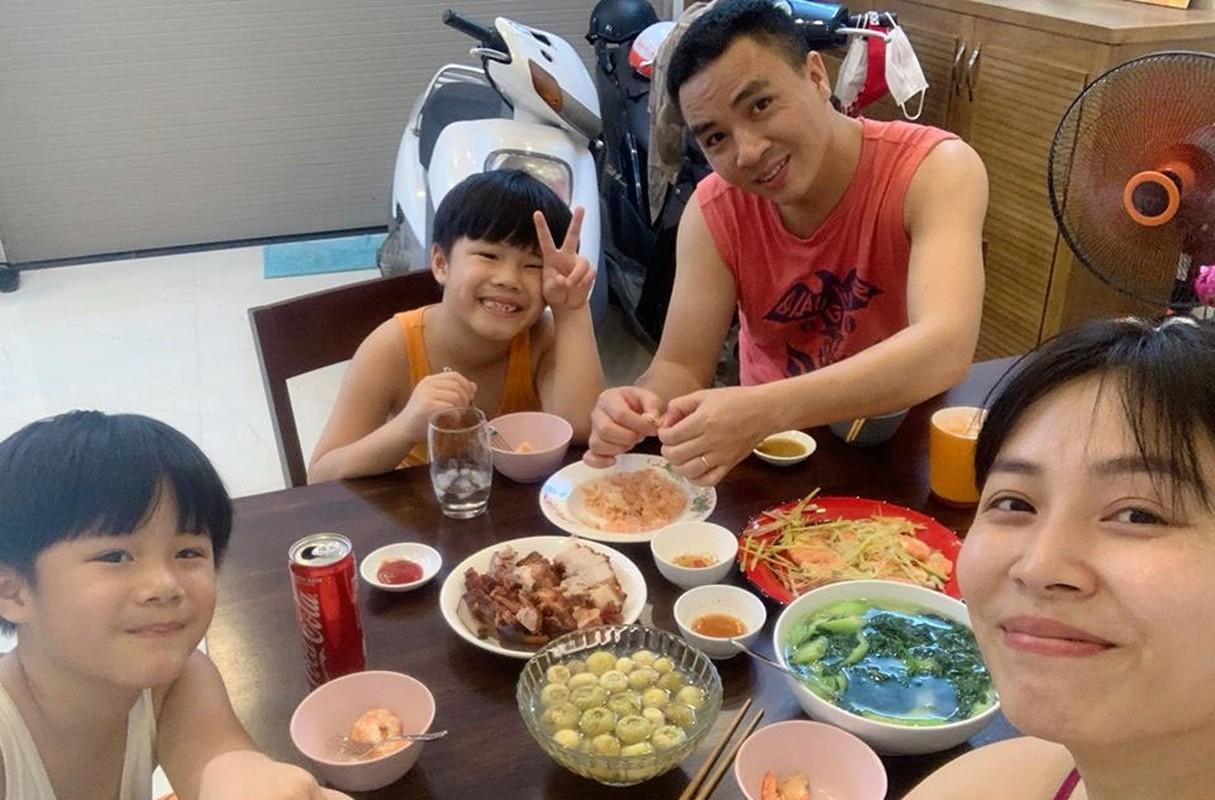 Sau nhung on ao doi tu, cuoc song cua MC Hoang Linh ra sao?-Hinh-17