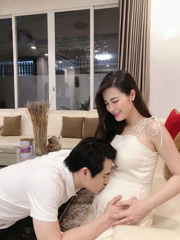 Dong Nhi khoe bung bau 5 thang, hanh phuc ben Ong Cao Thang-Hinh-5