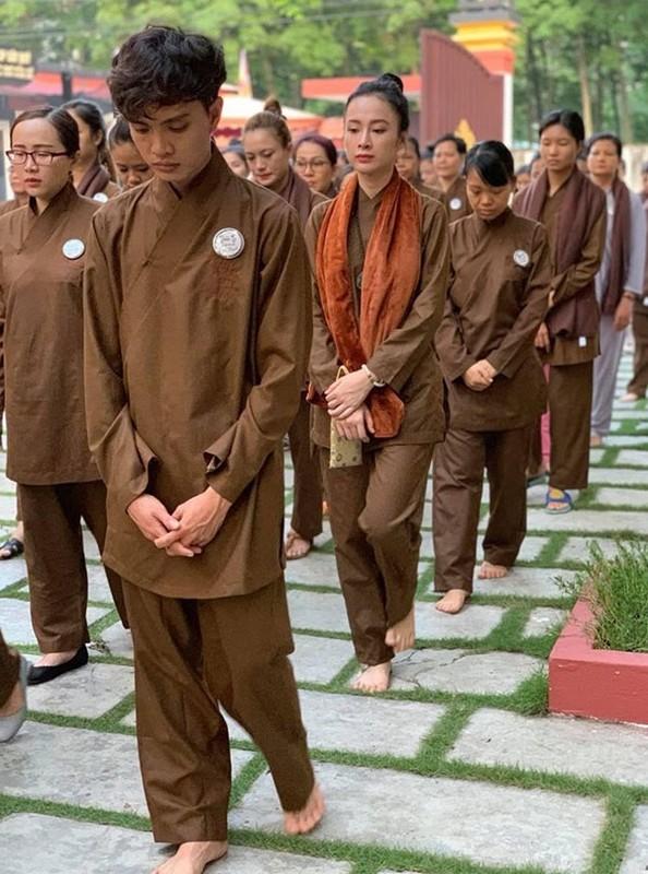 Nhan sac ruc ro cua my nhan Viet an chay truong, cham le chua-Hinh-2