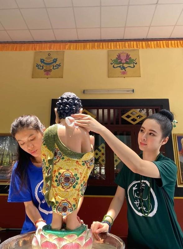 Nhan sac ruc ro cua my nhan Viet an chay truong, cham le chua