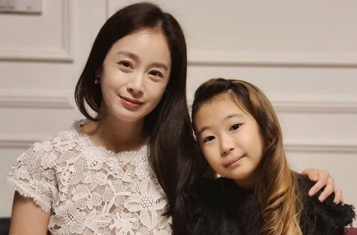 Hot hoang ve gia nua, xuong sac cua Kim Tae Hee - Bi Rain