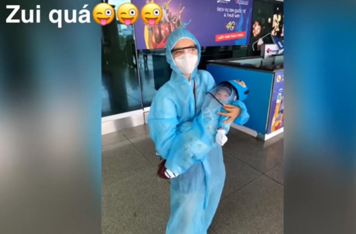 Xuc dong khoanh khac Hoang Oanh va con trai doan tu chong Tay-Hinh-8