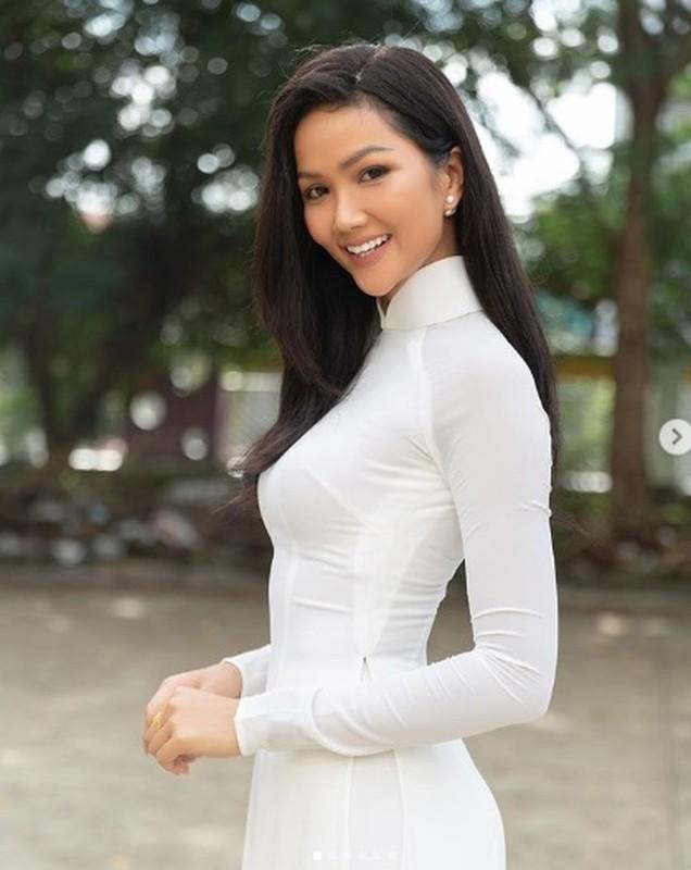 """Hoa hau H'hen Nie goi cam vo doi voi vong 3 """"khong ngung lon""""-Hinh-2"""