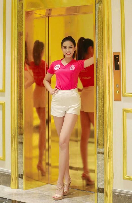 "Ngam doi chan ""cuc pham"" dai 1m11 cua Hoa hau Do Thi Ha-Hinh-5"
