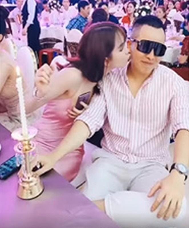 Ngao ngan loat anh Ngoc Trinh vo tu ngoi len dui Vu Khac Tiep-Hinh-10