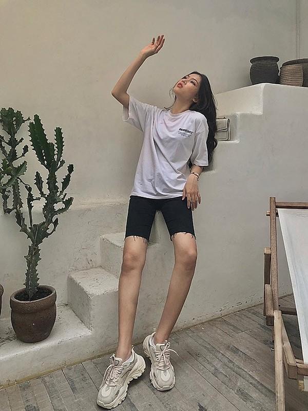 A hau Ngoc Thao khoe eo thon, chan dai nong bong hut mat-Hinh-16