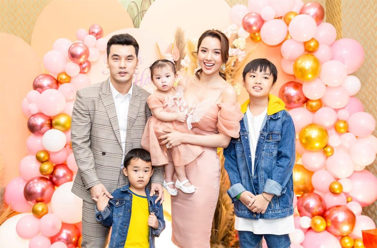 Vo Ung Hoang Phuc tre xinh phat hon du 3 lan sinh con-Hinh-3
