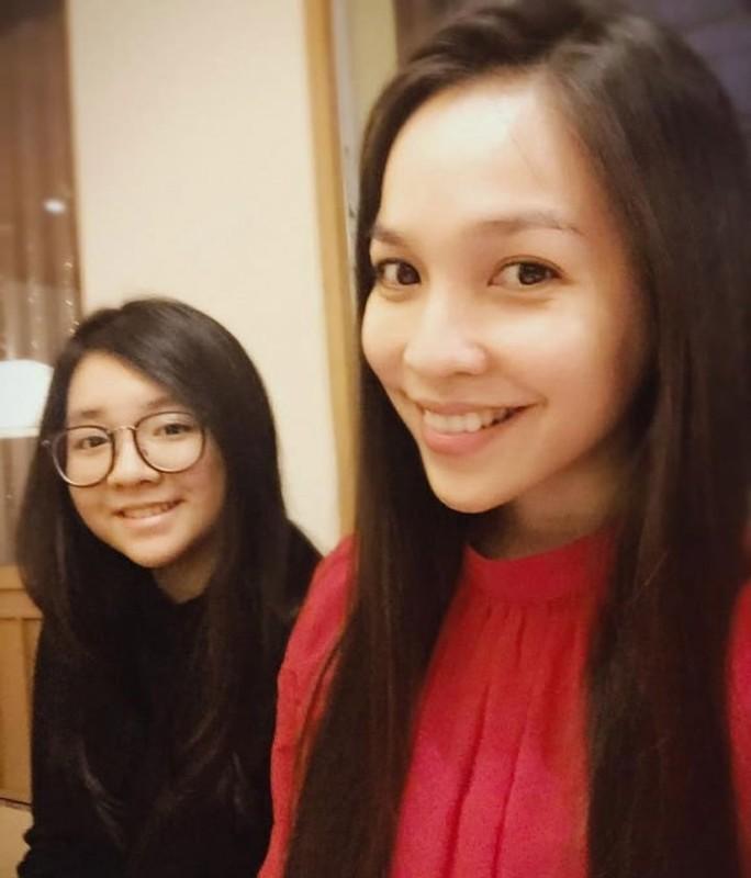 Hien Thuc tre phat hon khi chup anh cung con gai-Hinh-13