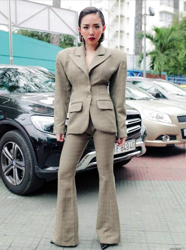 """Toc Tien khoe eo thon bat chap trang phuc """"di-doc-la""""-Hinh-10"""