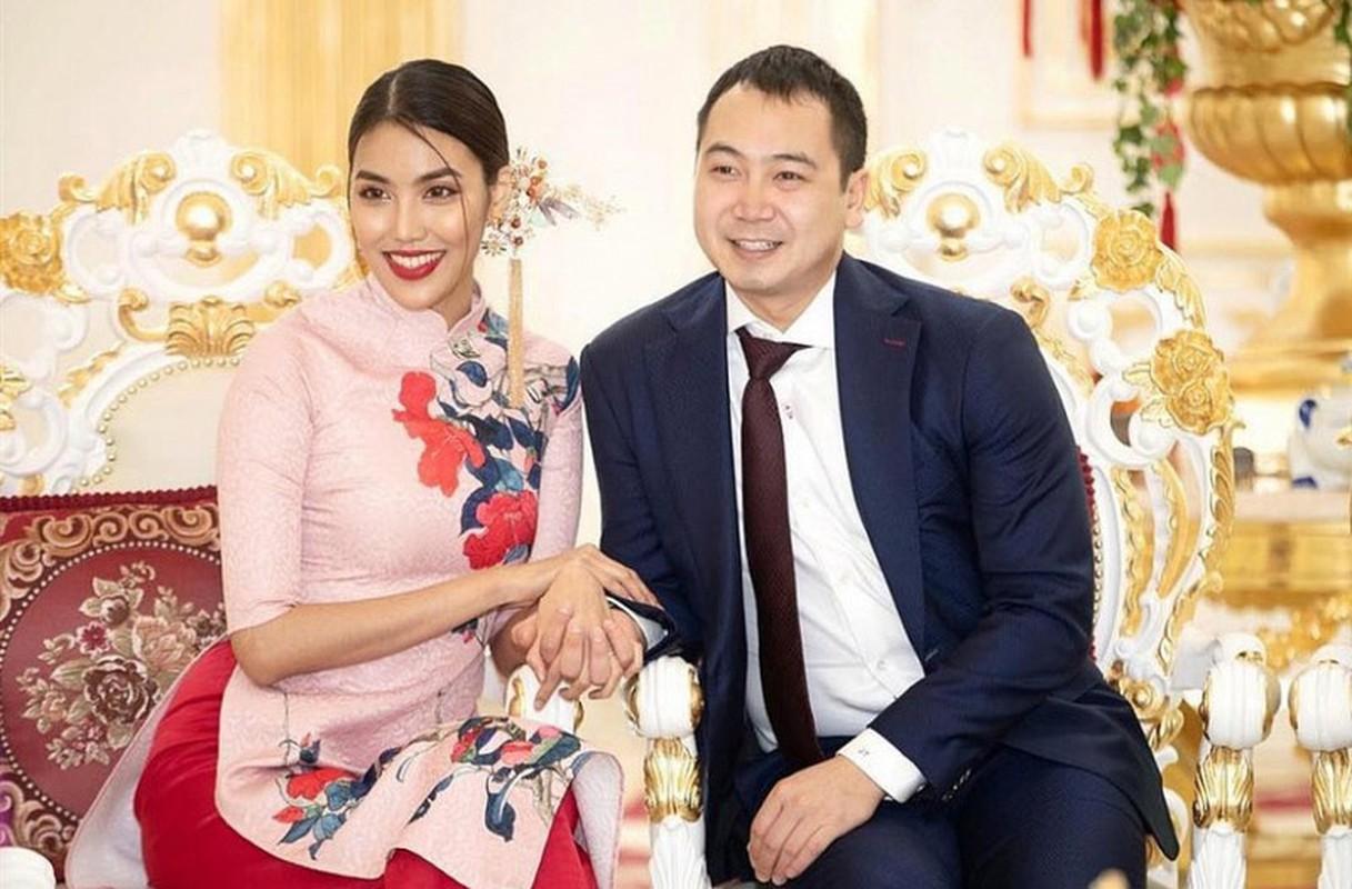 Hon nhan vien man cua Lan Khue ben chong dai gia-Hinh-2